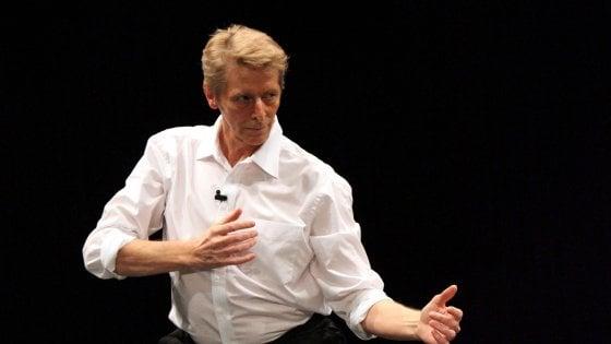 Lutz Förster,  il sommo maestro di cerimonie balla in Arena Shakesperare