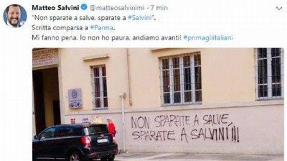 """Parma, scritte minacciose contro Salvini: """"Ma io non ho paura"""""""