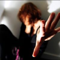 Parma, chiusa in casa dal compagno per anni: donna salvata dalla municipale