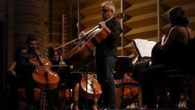 Applausi per Giovanni Sollima  e la giovane orchestra