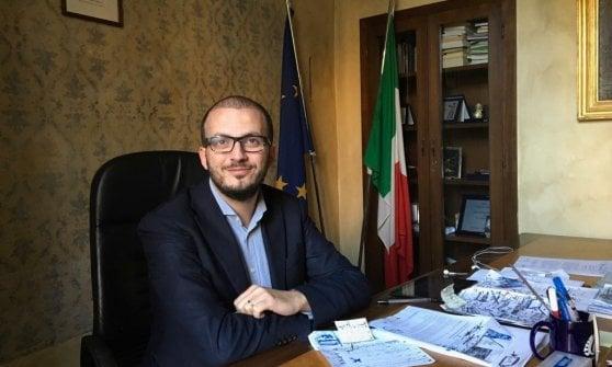 Parma, presidente della Provincia pubblica post Salvini a testa in giù