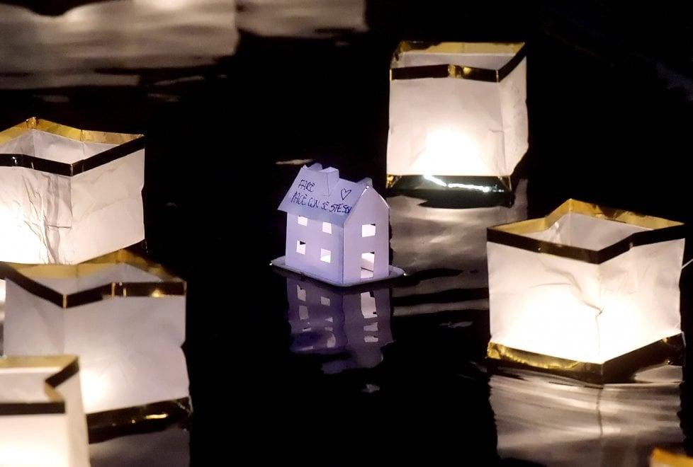 Parma, festività Toro Nagashi: la cerimonia delle lanterne sull'acqua al parco Ex Eridania