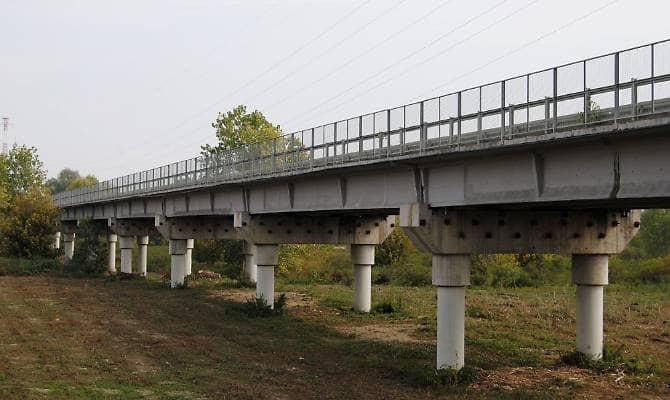 Emilia, i ponti vecchi e malati che attraversano il Po