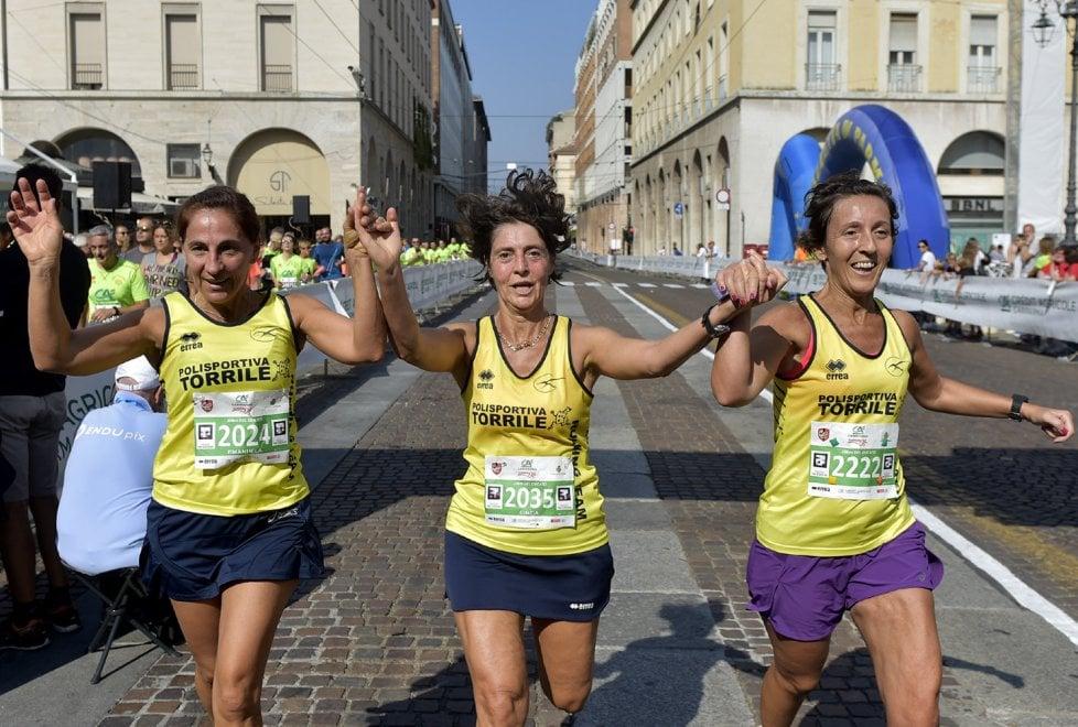 Sudore e sorrisi: che festa la Cariparma Running - Foto