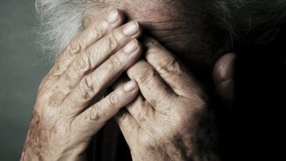 """""""Ci aiuti, siamo povere"""": due donne svuotano il conto di un'anziana a Parma"""