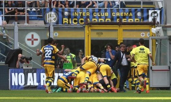 Il Parma fa il colpo a San Siro: l'ex Dimarco affonda l'Inter