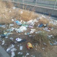 Parma, i ragazzi di Officina Popolare ripuliscono i campetti di via Giulio Cesare