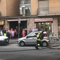Parma, grosso incendio distrugge furgone e auto - Foto