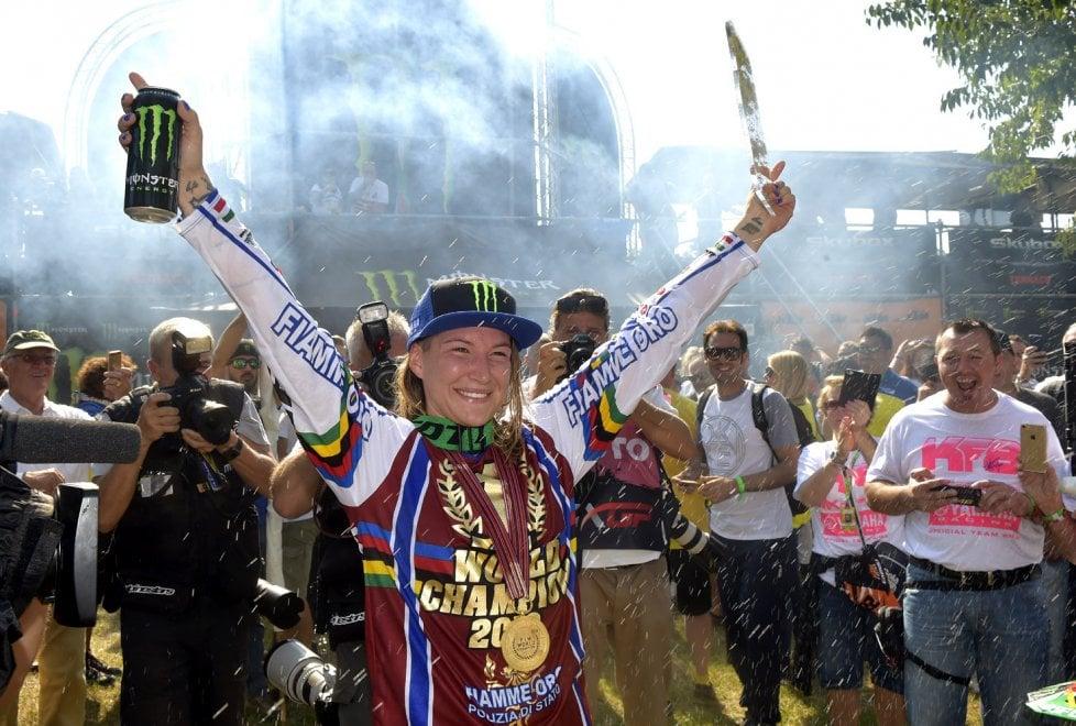 Motocross, le foto del sesto trionfo di Kiara Fontanesi