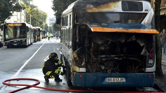 Parma, incendio in via Trento: un altro autobus della Tep a fuoco