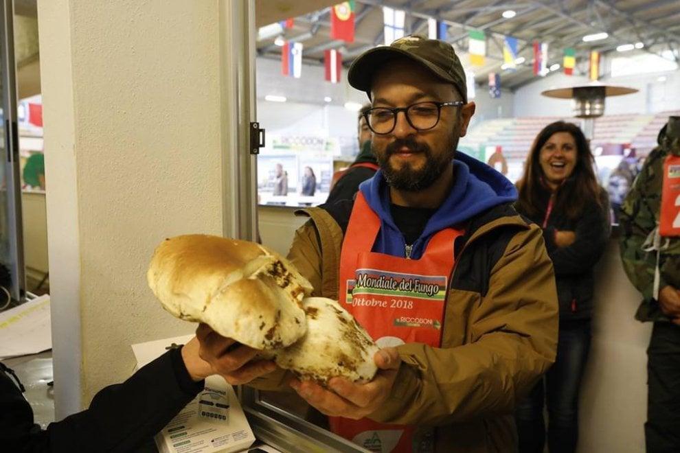 Appennino emiliano, un fungo da mondiale: pesa più di un chilo