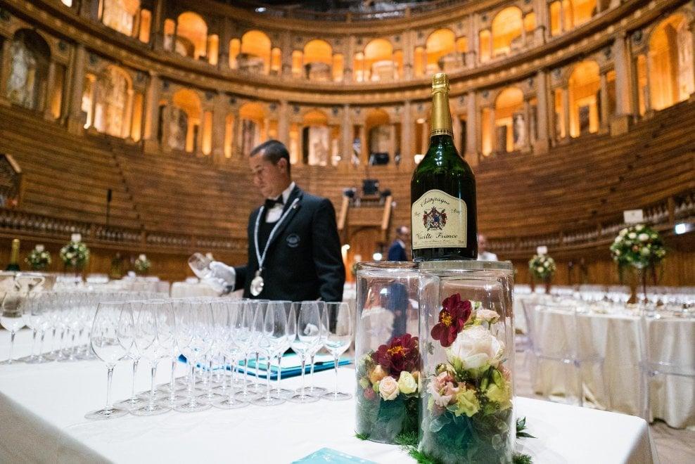 Signori, Champagne! Pizzarotti e Casa nella Confraternita - Foto