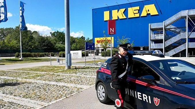 Parma, svuota le macchinette dell'Ikea: denunciata una guardia giurata