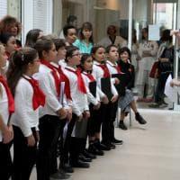 Ospedale Maggiore, il coro di voci bianche canta per i piccoli pazienti