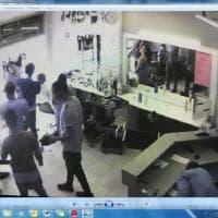 Parma, irruzione dei ladri nel negozio di parrucchiera - Le foto