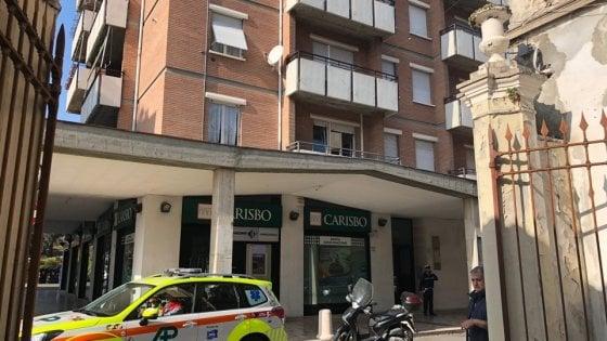 Parma, uccide la moglie e si getta dal balcone
