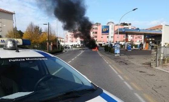 Fidenza, auto a gas va a fuoco: decisivi i soccorsi immediati