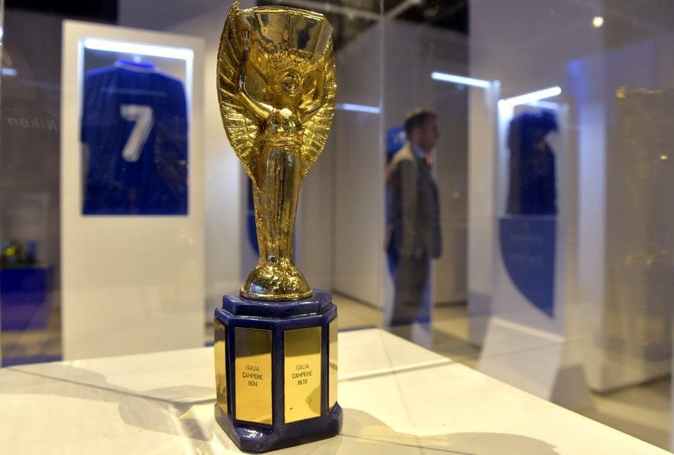 Cimeli, coppe e maglie: la Nazionale azzurra di calcio in mostra a Parma - Foto