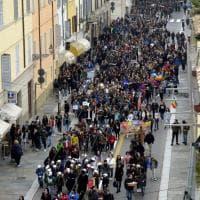 """""""Non c'è futuro senza memoria"""": migliaia in corteo a Parma per ricordare le leggi razziali - Foto"""