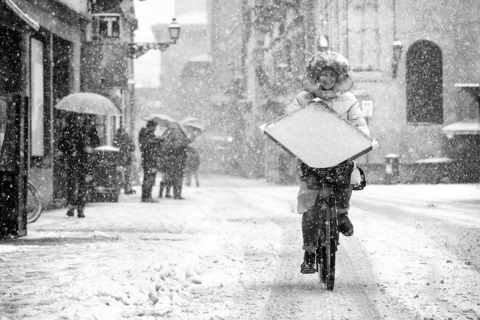 Parma, bellezza in bicicletta nelle foto di Perotti