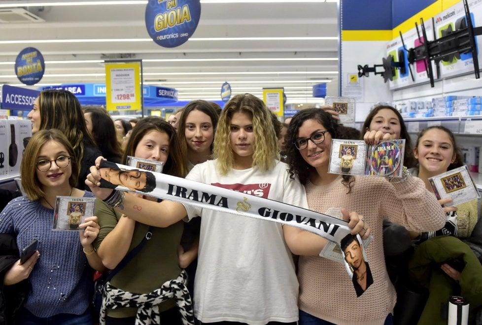Irama da Amici a Parma: folla di fan ad accoglierlo - Foto