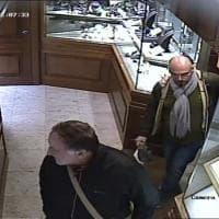 Parma: ladri in azione nella gioielleria Valenti - Foto