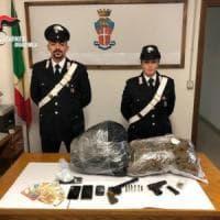Armi e droga al bar e in casa: arrestato esercente di Colorno