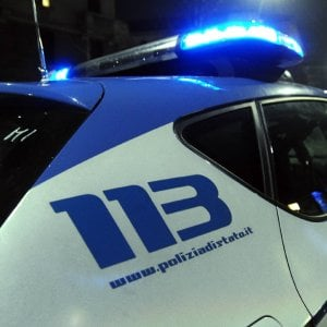 """Aggressione in stazione a Parma, Casa: """"Colpa di Salvini"""". Lega: """"Surreale, si dimetta"""""""