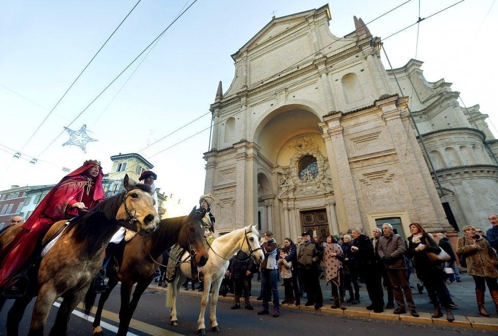 Parma, il corteo dei Magi colora la città - Foto