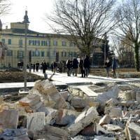 Viale Piacenza, la demolizione del muro di cinta del parco Ducale - Foto