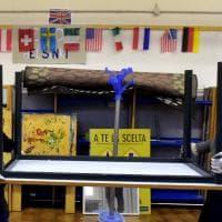 Parma, la scuola è solidale: banchi e sedie spediti in Senegal e Romania