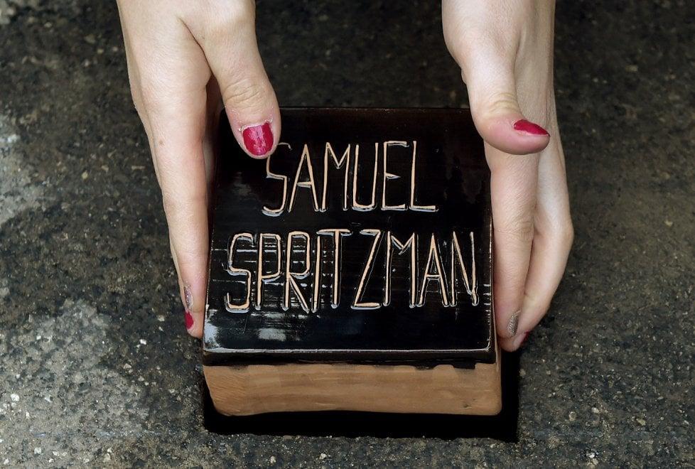 Franchini, Longhi, Muggia e Spritzman: posate a Parma le pietre d'inciampo - Foto