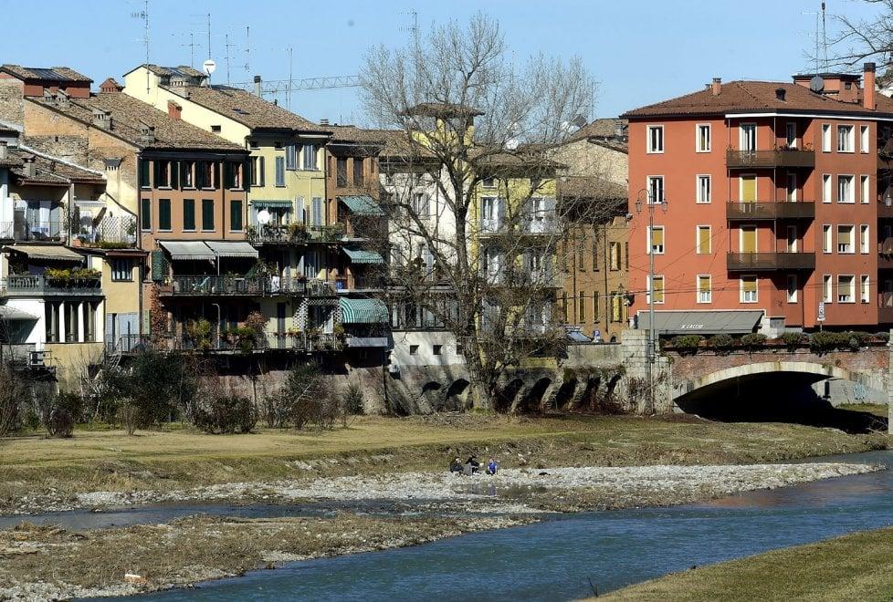 Parma, anticipo di primavera: pausa pranzo lungo il torrente - Foto
