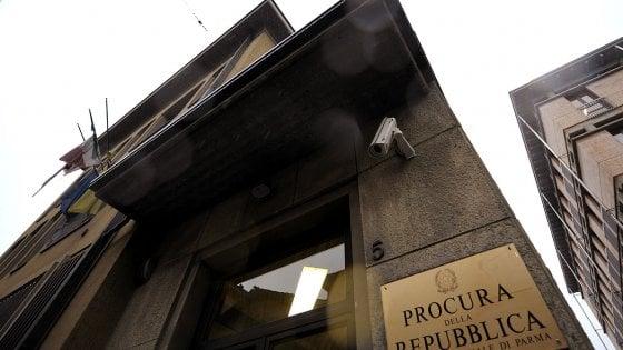 Parma, vini pregiati toscani contraffatti: tre persone arrestate