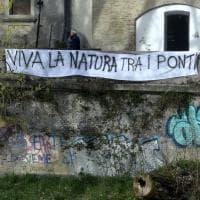 """""""Giù le mani dal torrente"""": a Parma la lenzuolata degli abitanti - Foto"""