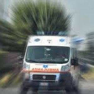 Parma, ingoia 200 pastiglie di tranquillanti: salvato da un'amica e dalla polizia