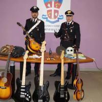 Ritrovate dai carabinieri le chitarre da collezione rubate a Felino
