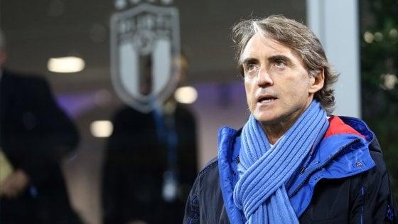Parma, arriva la nazionale: il municipio si colora di azzurro