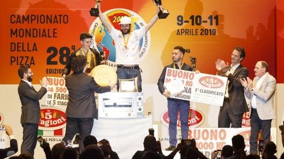 Parma, Riccardo La Rosa è il pizzaiolo campione del mondo