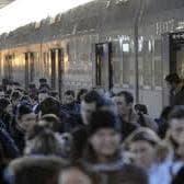Il calvario dei pendolari: le ferrovie ogni giorno cancellano quattro corse
