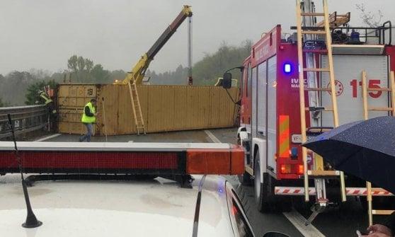 Camión volcado a lo largo de la A15: el conductor pierde su vida