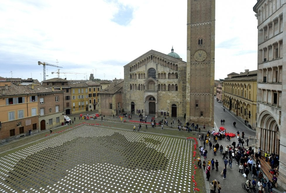 Parma, diecimila piatti in piazza nel nome dell'Africa - Foto