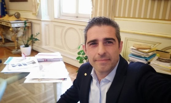 """""""Sindaco assente, Parma abbandonata"""". Polemica fra le opposizioni e Pizzarotti"""