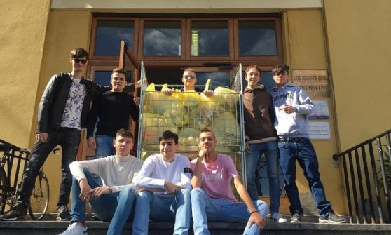 Parma, i liceali eliminano le bottigliette: a scuola borraccia e distributore d'acqua