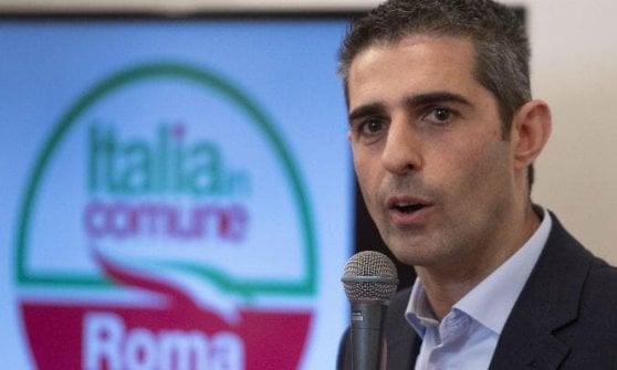 """Parma, Lega torna all'attacco: """"Selfie in ufficio ma Pizzarotti non era in Giunta"""""""
