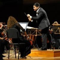 Parma, l'orchestra Toscanini con Chauhan vola a livelli sempre più alti