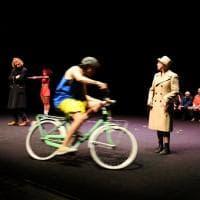 Così vicino, così lontano: a Teatro Due l'incontro fra giovani e anziani - Foto