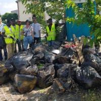 Vicofertile, migranti e residenti puliscono la frazione - Foto
