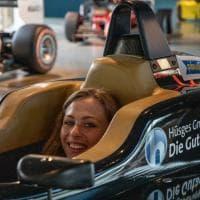 Sophia Floersch in visita alla Dallara dopo la grande paura - Foto