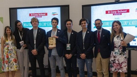 Shampoo nella capsula idrosolubile: l'idea vincente del liceo Marconi di Parma
